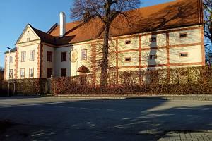 Projděte se kolem Trocnova, můžete se podívat do Ostrolovského Újezdu k zámku.
