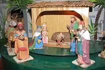 Rodinný betlém chce od Moniky Koubové každý rok někdo koupit, většinou jsou to zahraniční turisté.