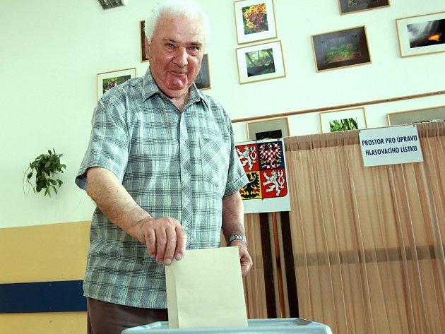 Volby do Evropského parlamentu, pátek 23. května. Na snímku volební místnost v budově gymnázia v českobudějovické České ulici.