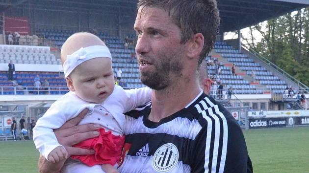 Richard Kalod po zápase Dynama s Vítkovicemi s dcerkou Laurou.