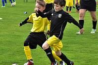 V Sedlici si přátelsky zahráli pod taktovkou svého trenéra Davida Lafaty malí fotbalisté Sokola Dubné a mezini nimi i Lafata junior (na snímku vpravo).