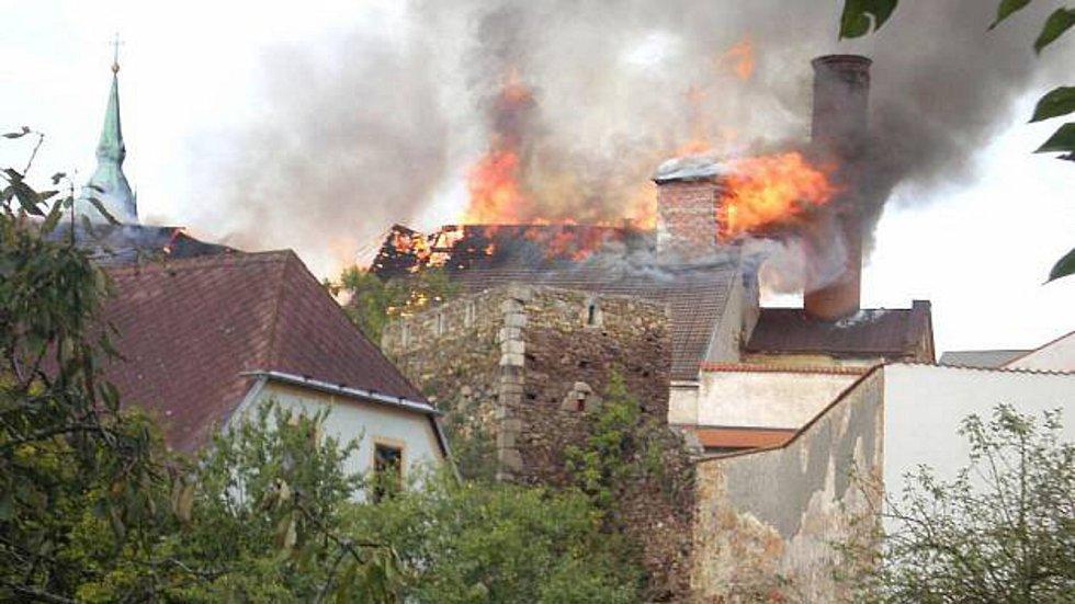 V roce 2011 požár těžce poničil historickou budovu zámeckého pivovaru v sousedství zámeckého komplexu v Jindřichově Hradci.