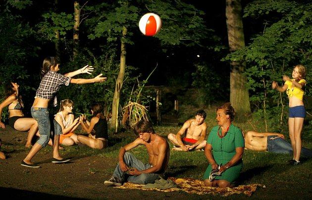 Divadelní soubor Vltavan zpracoval na letní sezónu na vltavotýnském otáčivém hledišti nejslavnější český muzikál podle filmu z roku 1964 v nastudování hostujícího režiséra Jaroslava Kubeše. Straci na chmelu