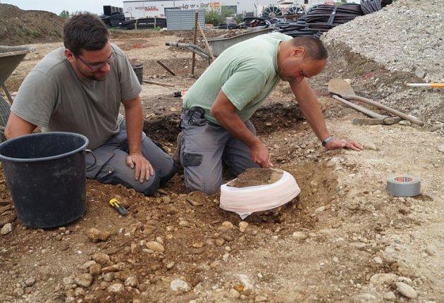 Na staveništi našli zlatý poklad.