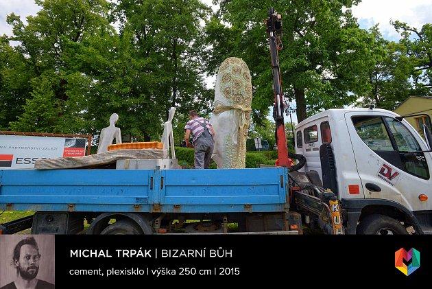 Sochařská výstava Umění ve městě začala vČeských Budějovicích. Na snímku dílo Bizarní Bůh, autor Michal Trpák.