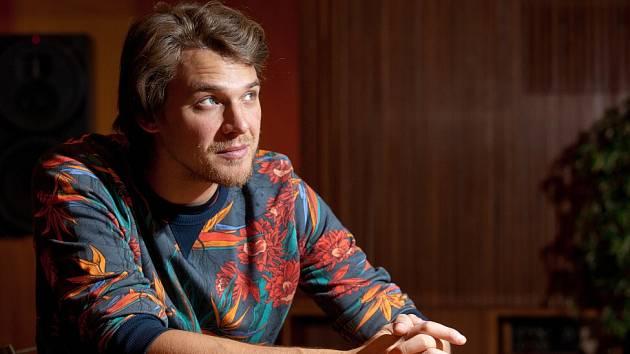 Zpěvák Vojtěch Dyk ztvární hlavní roli kněze v představení Mše od Leonarda Bernsteina, zazpívá 10. března v pavilonu T na českobudějovickém výstavišti.