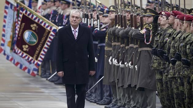Na Hrad, kde v pátek Miloš Zeman složil prezidentský slib, vyrazily také stovky jihočeských příznivců prezidenta Miloše Zemana. Atmosféra je dojala.