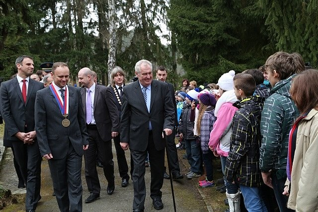 Miloš Zeman se zastavil v Benešově vile v Sezimově Ústí.