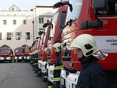Hasičské vozy obsadily náměstí Přemysla Otakara II. v Českých Budějovicích.