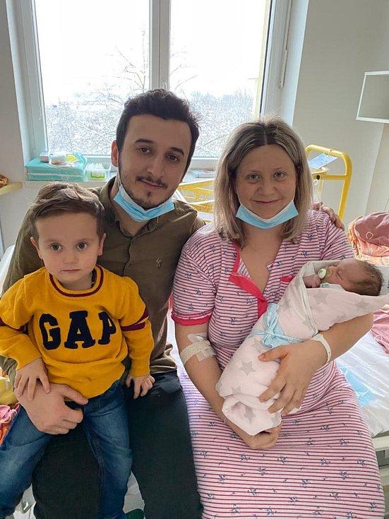 Vladimíra a Okan Yavuzovi jsou rodiči malého Thea Yavuze. Narodil se 7. 1. 2021 v 8.29 h., vážil 3,25 kg. Vyrůstat bude v Týně nad Vltavou s 2,5letým bráškou Timurem.