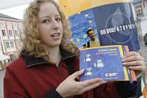 Právnička Eva Tluková objasňovala lidem na českobudějovickém náměstí, k čemu slouží centrum SOLVIT.