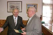 Václav Šulista (vpravo) s předsedou PTP Vladimírem Lopaťukem.
