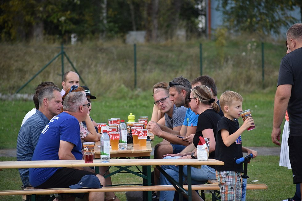 Osmička týmů se ve středu utkala na hřišti Jihočeské univerzity v prvním ročníku Zaměstnanecké ligy Deníku.