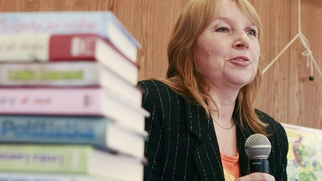 Festival dětské knihy, který se měl uskutečnit v druhé půli listopadu v budějovickém Metropolu, ohlásil pauzu: nesehnal dost peněz. Na snímku z loňského ročníku Lenka Lanczová.