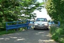 Současný most přes Dobrovodskou stoku.
