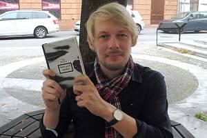 Českobudějovický novinář Jan Štifter napsal svou třetí knihu. Sběratel sněhu má úspěch. Bude dotisk a začne se připravovat audiokniha.