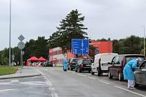 V areálu letiště v Plané u Českých Budějovic bylo odběrné místo na testy na covid pozastaveno. Ilustrační foto.