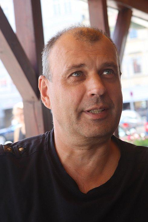 Online rozhovor s hercem Petrem Rychlým.