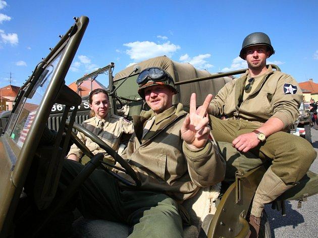 Parta nadšenců připomíná osvobození americkou armádou