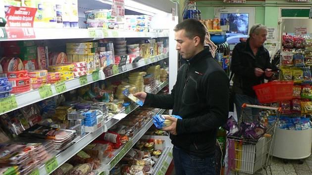 Obchod s potraviny na Palackého náměstí v Českých Budějovicích.