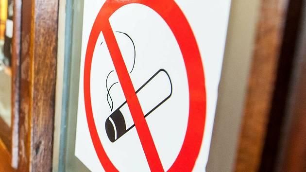Kuřáci vs. nekuřáci.