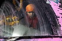 Alžběta Jungrová fotografovala v Indii kořeny jógy. V písecké Sladovně představuje do konce září 80 snímků.