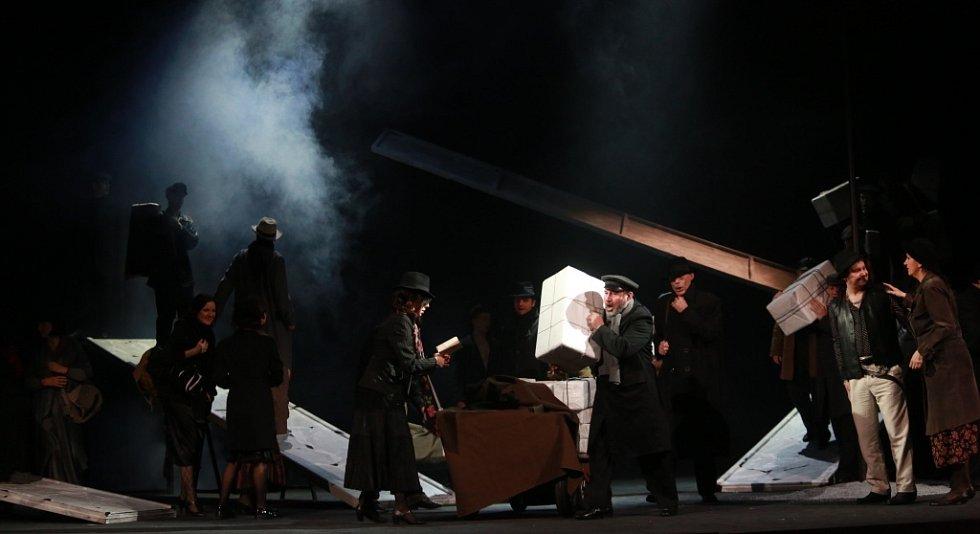 Popáté ve své historii nastudovala opera Jihočeského divadla Bizetovu Carmen. Poprvé zazní libreto ve francouzském originále.