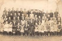 Svatý Jan nad Malší - IV. třída, školní rok 1925-26, foceno 28. května 1926.