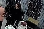 Znáte tuto ženu? Volejte policejní linku 158.