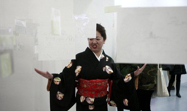 Mladý japonský architekt se světovým věhlasem Takeshi Hosaka poprvé vystavuje vEvropě. Přijal nabídku kurátora českobudějovického Domu umění Michala Škody a instaloval zde výstavu snázvem Ku uso u - Fantazie.