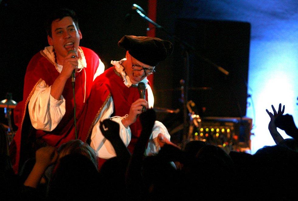 Pub Animals, česká ska/reggae skupina, vystoupili 16. března v českokrumlovském klubu Fabrička.