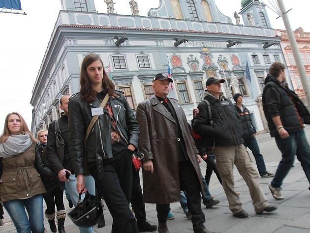 Nedělní protest se obešel bez konfliktů.