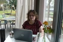 Pozvání Českobudějovického deníku do kavárny Lanna na rozhovor tentokrát přijala Gabriela Kocmichová, která dlouhé roky působí v organizacích, jež pomáhají sluchově postiženým.