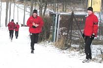 Úderem desáté se pod vedením trenérů Petra Skály a Karla Musila hráči Dynama vydávají na trénink.