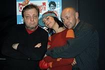 Trojice protagonistů uvedla premiéru komedie O život.