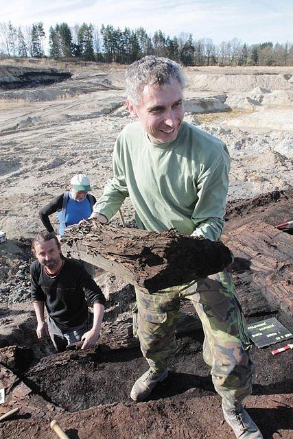 Zachovalé, minimálně 15 milionů let staré stromy z období třetihor objevili v takzvaném mydlovarském souvrství na Českobudějovicku.
