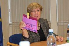 Vyplním si ji taky, konstatovala hejtmanka Ivana Stráská na pondělním představení Seniorské obálky.
