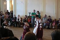 Historické tance v novohradském zámku.