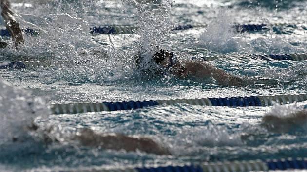 Mistr světa Arnošt Petráček, paralympionik, reprezentant ČR, nositel několika evropských a světových rekordů mezi handicapovanými plavci v rozblavbě na plaveckých závodech Arny 2011