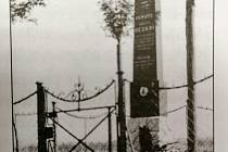 Pomník parašutisty Antonína Ježka.