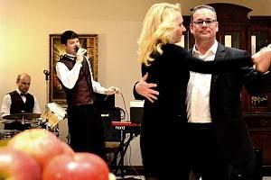 Taneční čaje se v českobudějovickém hotelu Vita konají vždy v neděli jednou za dva týdny. Přijít zatančit si sem můžete přijít opět 29. prosince.