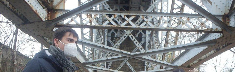 """""""Historický most může být přínosem pro turistiku v regionu,"""" myslí si náměstek František Talíř, který lokalitu několikrát navštívil."""