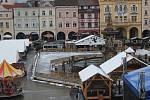 Na náměstí Přemysla Otakara II. připravují kluziště na sobotu 2. 12., kdy se v 16.30 h zahájí bruslení.