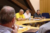 Na pondělní jednání na magistrát dorazili také (zleva) Milan Markovič, Roman Slivka a Rudolf Tancoš.