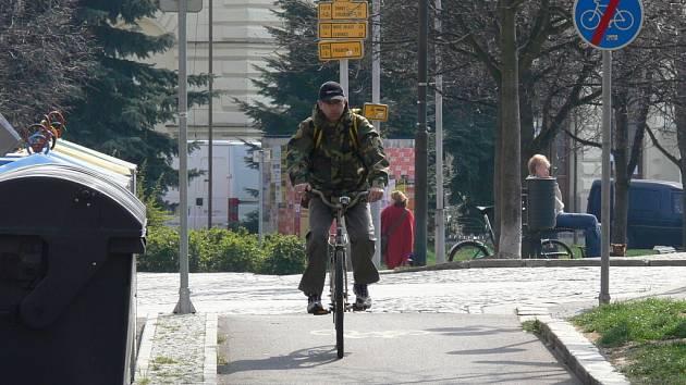Cykloturistika je způsob dopravy šetrný k životnímu prostředí.