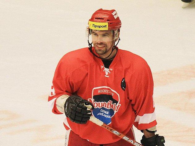 Miroslav Dvořák si v Pardubicích poprvé zahrál extraligu v dresu svého mateřského klubu.
