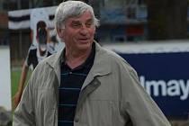 Palce Dynamu v pátečním utkání s Karvinou bude držet i bývalý kanonýr Dynama Ladislav Novák, jenž se právě v den zápasu dožívá sedmdesátky.
