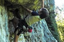 Nejoblíbenější disciplínou Tomáše Bintra jsou cesty v přírodních skalách. Nejraději má Adršpašské skály.