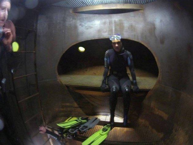 Skupina českých potápěčů se pokusí zlomit dosavadní český rekord. U Lišova stráví pod vodou více jak 102 hodin bez přestávky.