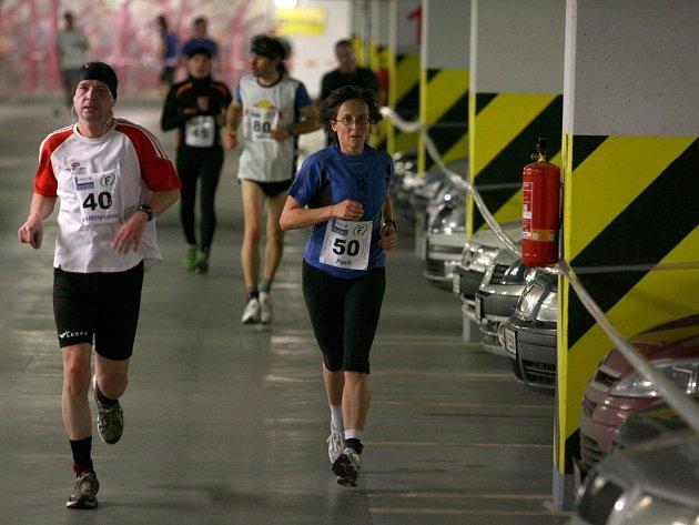 V podzemních garážích Mercury centra se poběží druhý ročník Budějovického maratonu již tuto neděli.